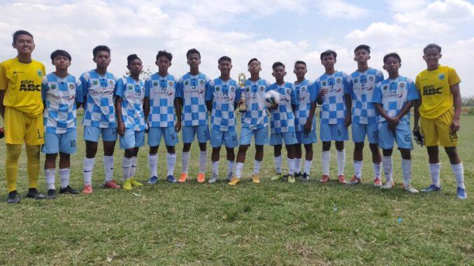 Tim Persikoba U-15 saat bertanding di Mojokerto